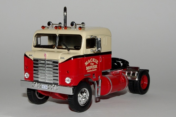 Cadeau 1 kenworth bullnose mackie the mover