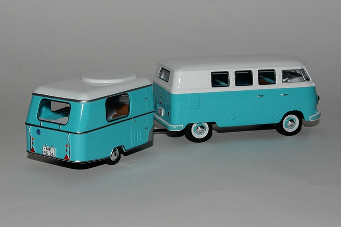Cadeau 5 volkswagen kombi et sa caravane eriba arr